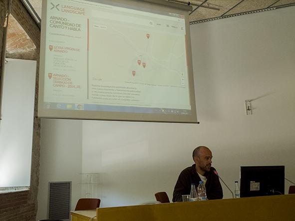 Miguel Angel presenta su proyecto de Language Landscape en Arnado.